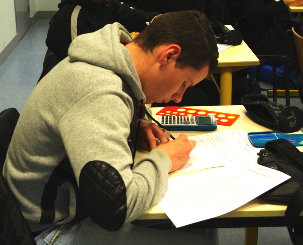 Apprenti du CFA Delépine en train de composer examen
