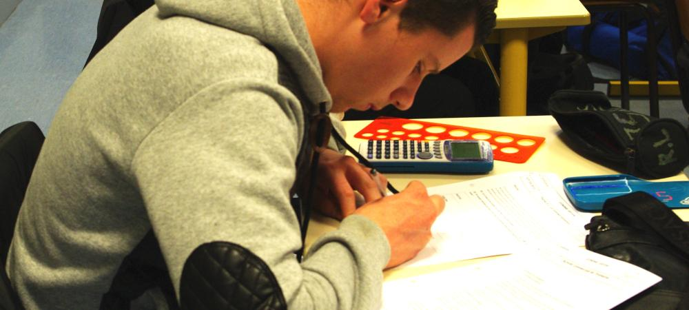 Apprenti du CFA Delépine en train de composer son examen