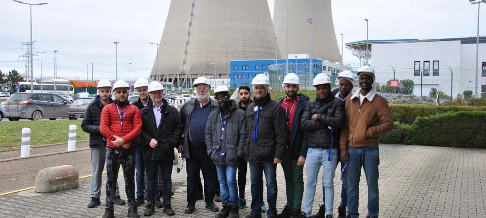 Le groupe d'apprentis du CFA Delépine à la centrale nucléaire EDF de Nogent-sur-Seine
